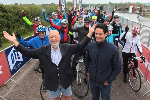 Michael%20Eavis,%20Nick%20Bourne%20and%20some%20of%20the%20cyclists